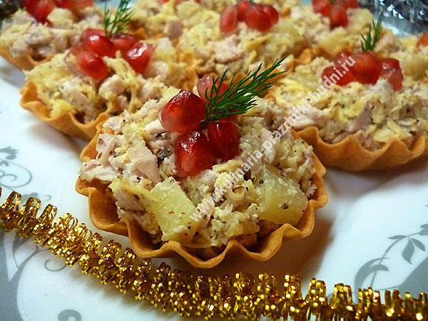 Салат с ананасами и курицей в тарталетках рецепт с