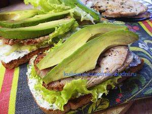 Бутерброды с индейкой и авокадо