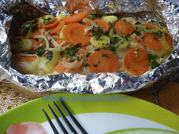 Рыба, запеченная в фольге с овощами