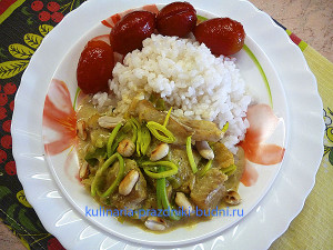 Рыба с карри, луком и арахисом