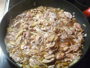 Острая свинина со шпинатом