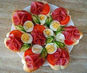 Нарезка колбасы и сыра красиво фото