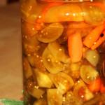 Маринованные зеленые помидоры с морковью