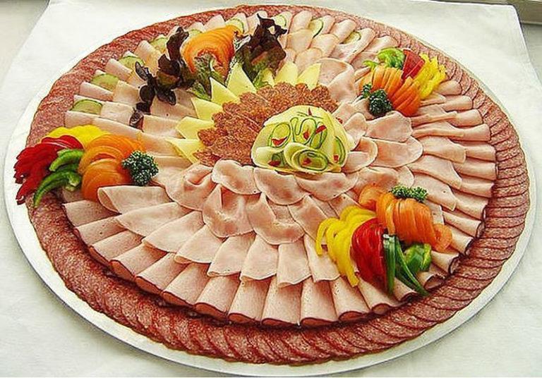 Сервировка стола и оформление блюд