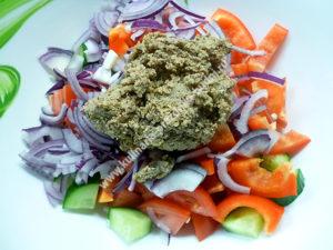 Вкусный салат с грецкими орехами фото