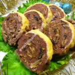 Мясной рулет с грибами и сыром