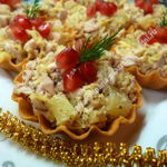 Салат с ананасами в тарталетках