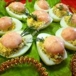 Фаршированные яйца с икрой