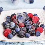 Как правильно заморозить ягоды