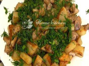 Вкусная картошка с грибами на сковороде
