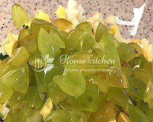 Салат с орехами и виноградом фото