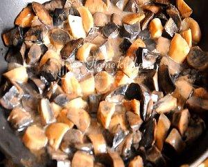 Жареные грибы со сметаной рецепт с фото