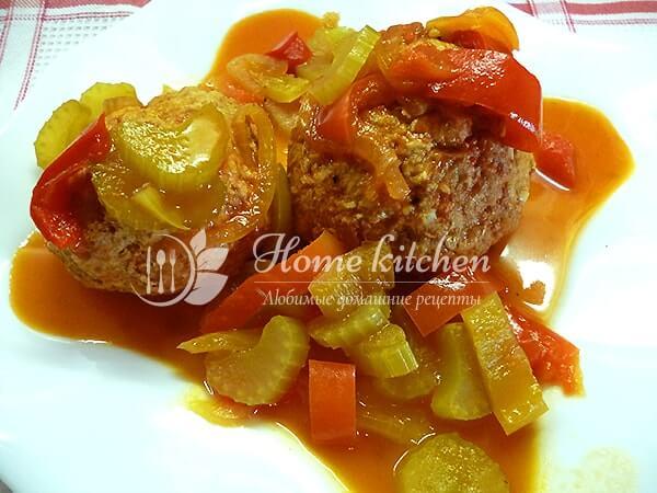 Тефтели в томатном соусе на сковороде