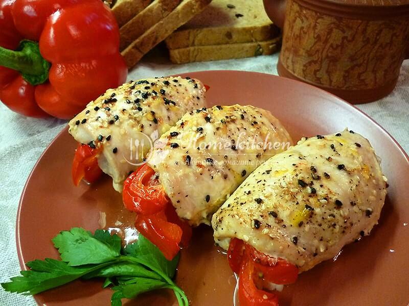 Рулеты из курицы с перцем